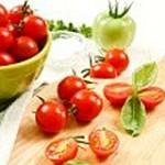 Соленые помидоры с кинзой и базиликом
