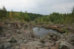 Остатки вулкана в лесу