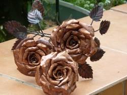 Неувядающие розы.