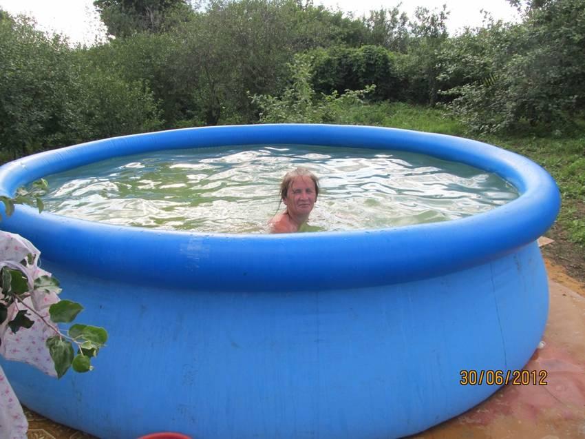 и оказывается бассейн уже был а яблони совсем маленькие.jpg