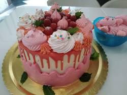 Торт шокобисквит, вишневый наполнитель, крем чиз