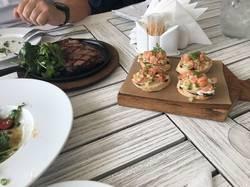 Владимир, ресторан Круча, брускеты с лососем