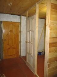 вход в комнату и справа в ванную