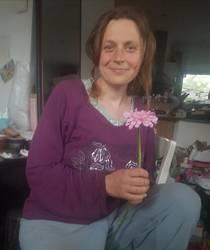 Дочка заплела, вручила цветочек и сфотографировала