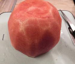Нарезаю арбузик