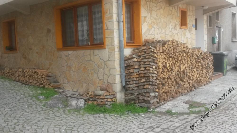 Созопол - здесь топят дровами