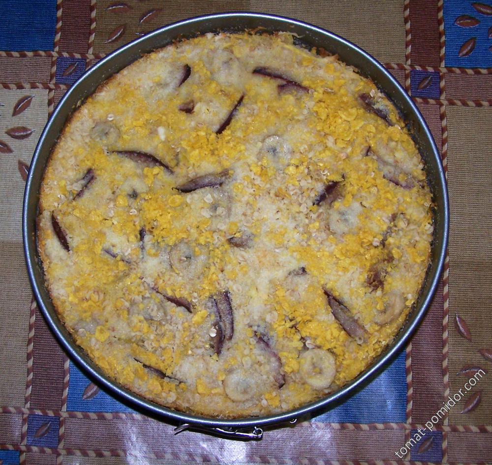 Насыпной пирог из Розового банана и сливы