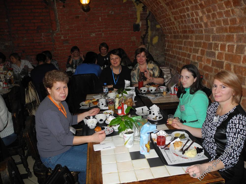Надежда (Огород Ларионовых), Наталья Сем, ТатьянаШ, Саша (Колибри) и Оля (Кукурузка)