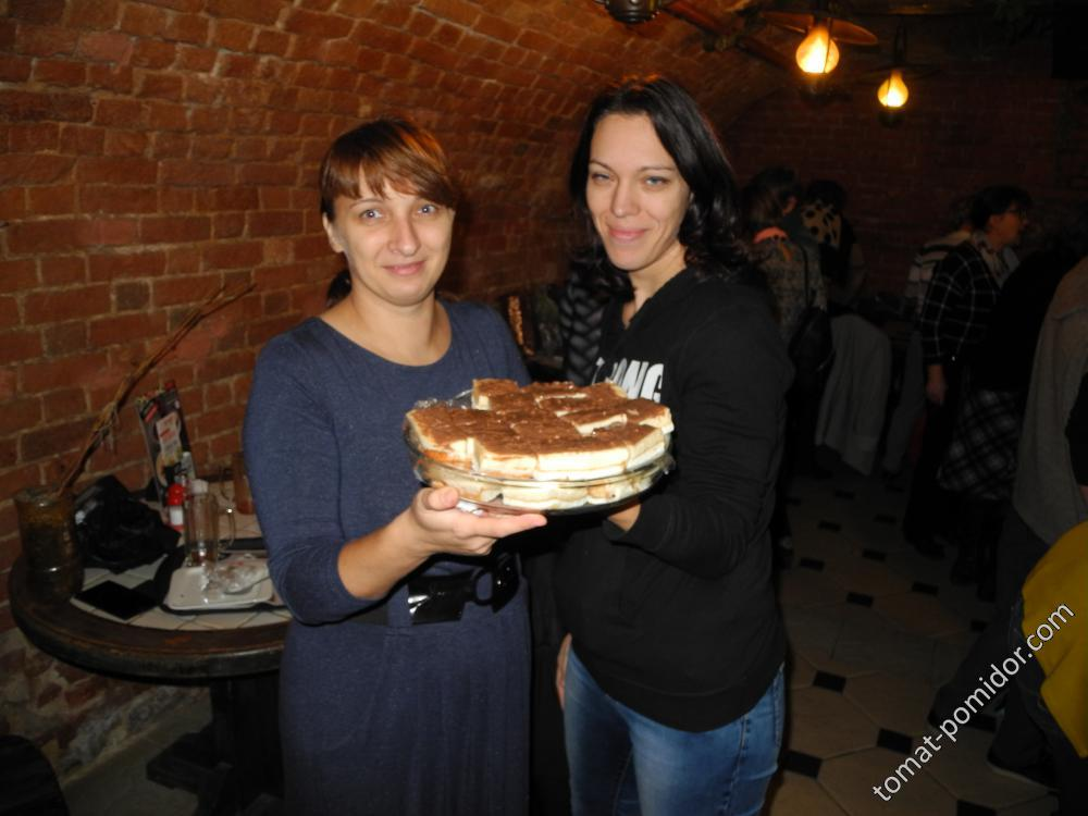 Татиана и Ольга (Олена) с вкуснейшим тортиком