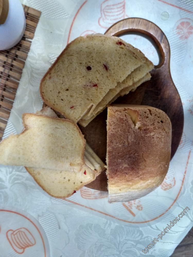 тыквенный хлеб с перцем, томатом и зеленым луком