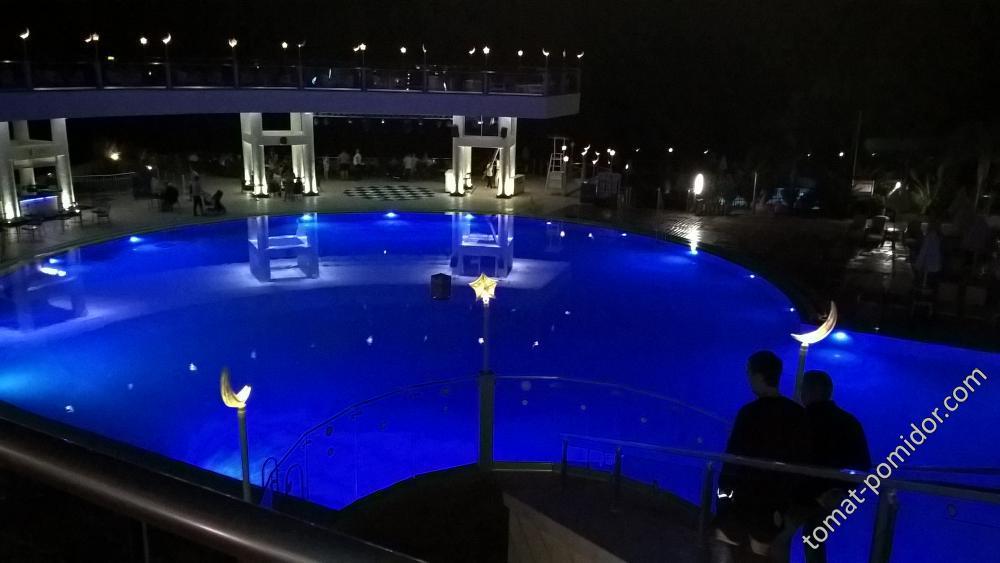 бассейн у бара