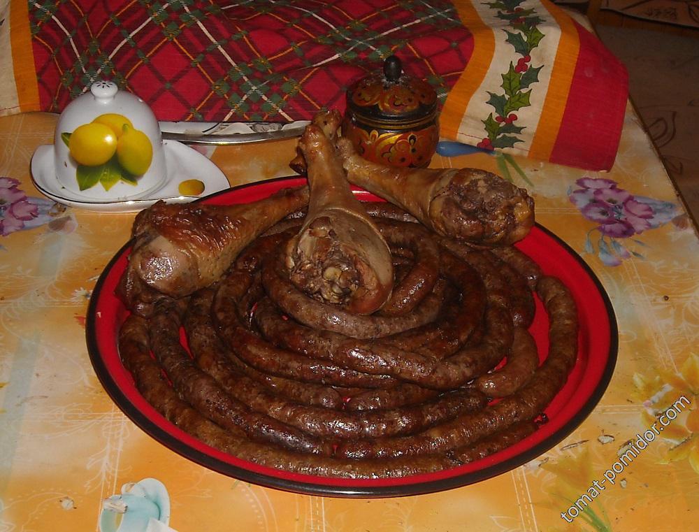 Колбаски и окорочка после копчения