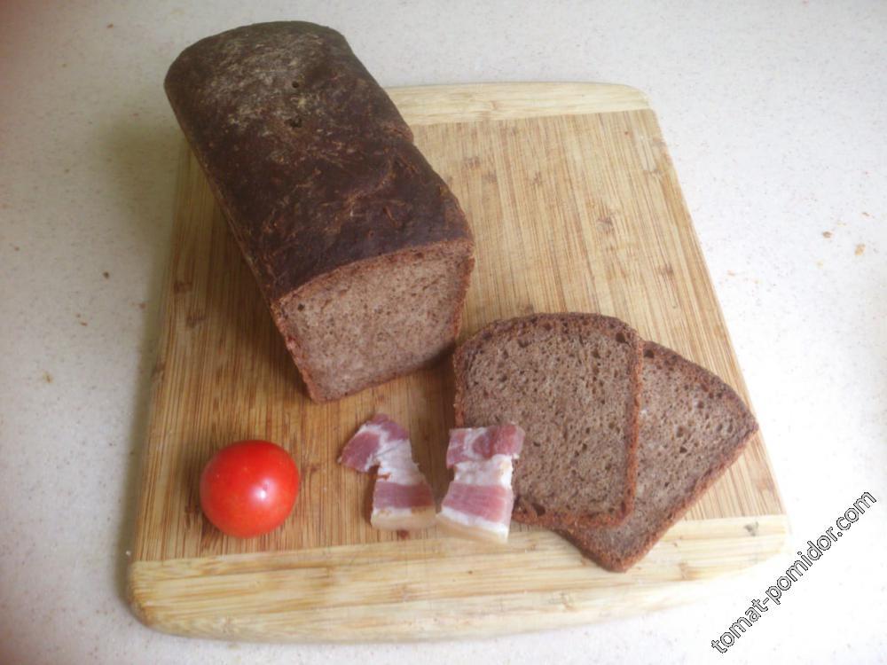 Хлеб на закваске из кваса (сверху присыпано мучкой)