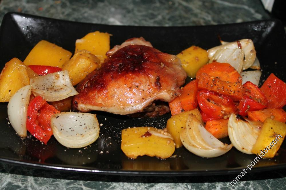 Курица в медово-горчичном маринаде, запеченная с тыквой